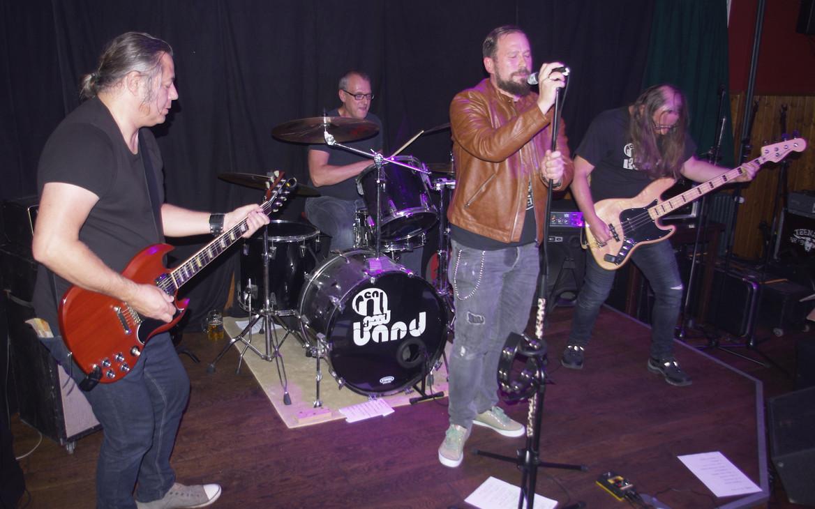Band3.JPG