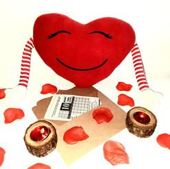 Sevgiliye Hediye Doğum Günü Peluş Kalp Yastıklı Hediye Takvim Yaprağı