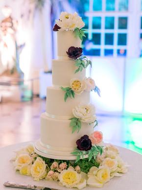4-tier fondant cake with sugar flowers