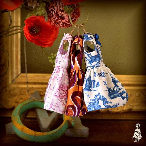 Pre-Order robe Tess pour petites poupées