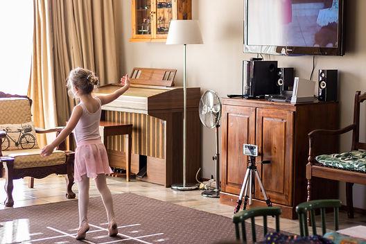 online-ballet-class_t20_gLRGjz.jpg