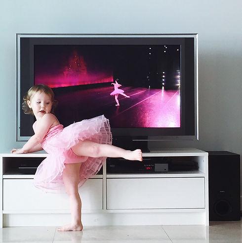 baby-ballerina_t20_Jawkzw.jpg