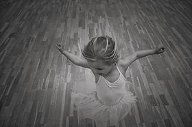 dancing-girl-8ZGUECJ.jpg