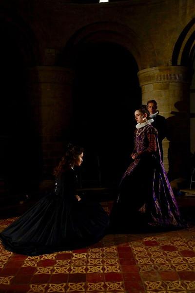 Flora Macangus as Mary; Vee Tames as Elizabeth; Tom Foreman as Paulet