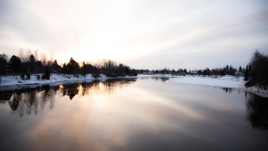 Aamuinen joki 2