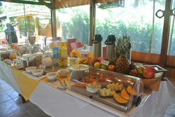 Pousada Caraguatá - Buffet - Café da manhã