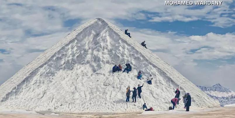 Montanhas de sal atraem turistas no Egito