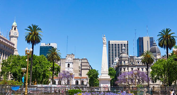 Argentina prevê próximas etapas de reabertura e aposta no Brasil.