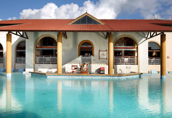 Grand Palladium Imbassaí Resort & Spa - Bar do Hotel beira da piscina