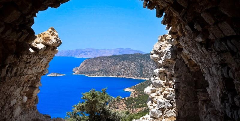 25 mil pessoas se inscrevem em teste de segurança 'all inclusive' para turismo em ilha grega.