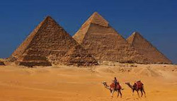 pirâmides de Gizé - Egito (1)