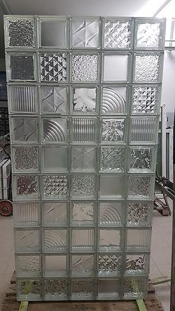 Moduł mozaika z bezbarwnych pustakow szklanych.jpg