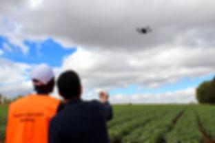 """<img src=""""terrain.png"""" alt=""""terrain agriculteur technologie afrique"""">"""