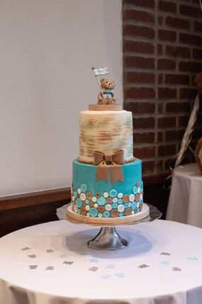 Baby bear Cake design by Hello Sweetie Confectionary