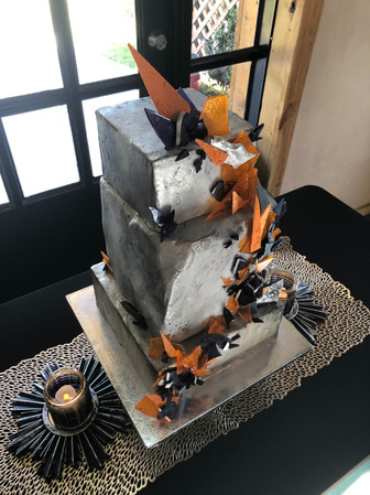Metallic and modern cake design by Hello Sweetie Confectionary