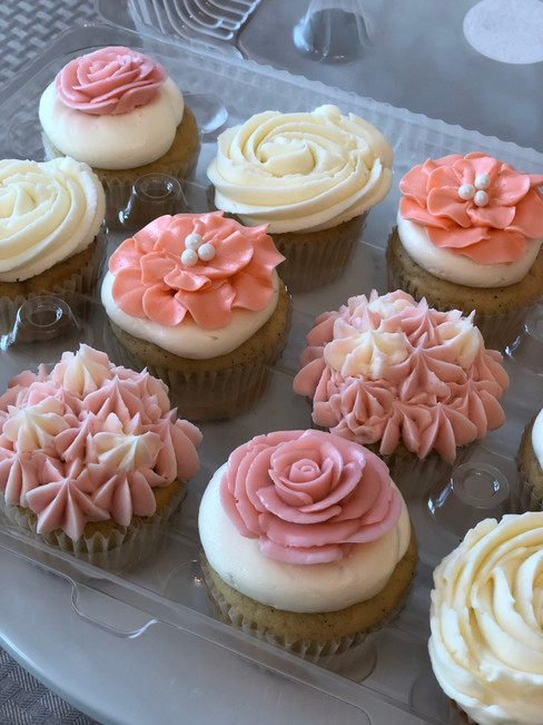 Floral cupcake design by Hello Sweetie Confectionary