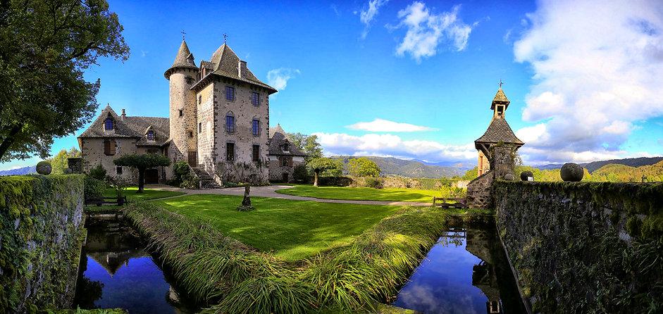 Chateau-Vixouze-Cour-Medievale.jpg