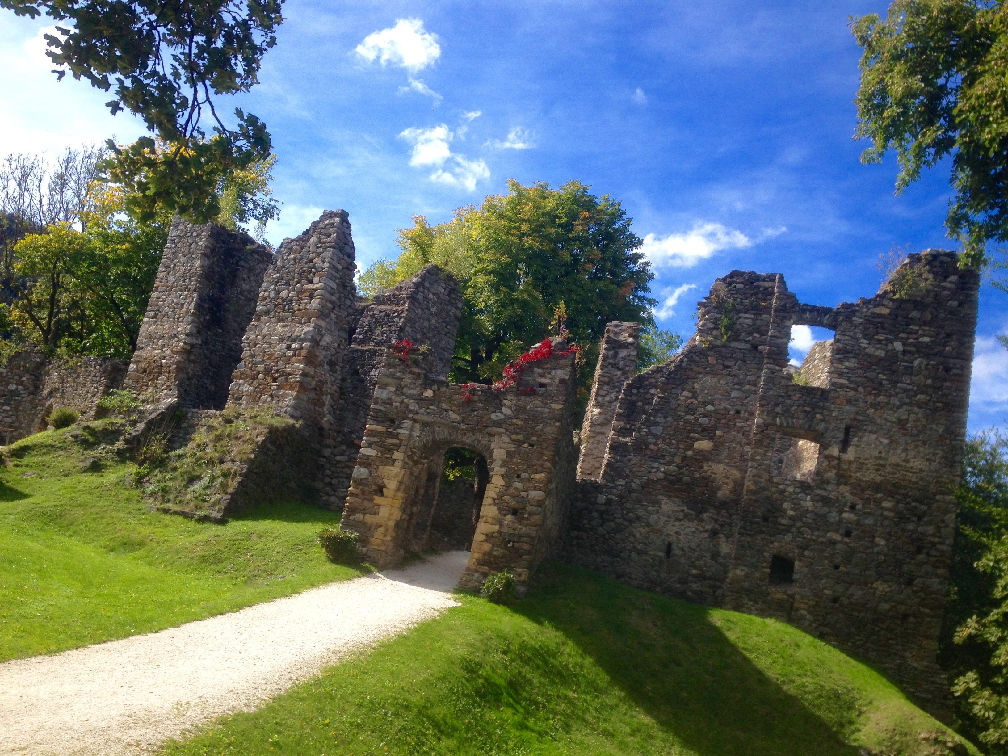 Filmreif: Ruine Gomarn