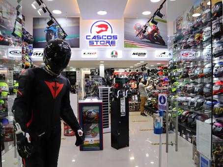 Cascos Store renueva su local en el c.c GALERÍAS.
