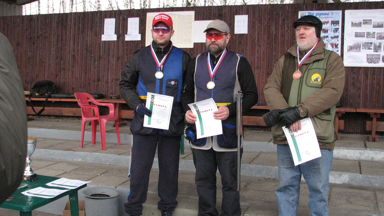 Чемпион и призеры на круглом стенде (Власов Д - 2 место_Маренков В.-1 место,Гуров П.-3 место