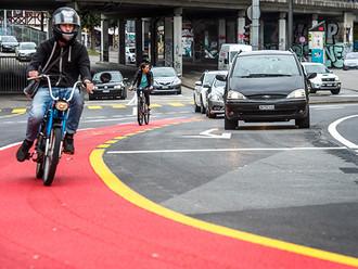 Rote Radstreifen für mehr Sicherheit   Der Bund, 27.08.2014
