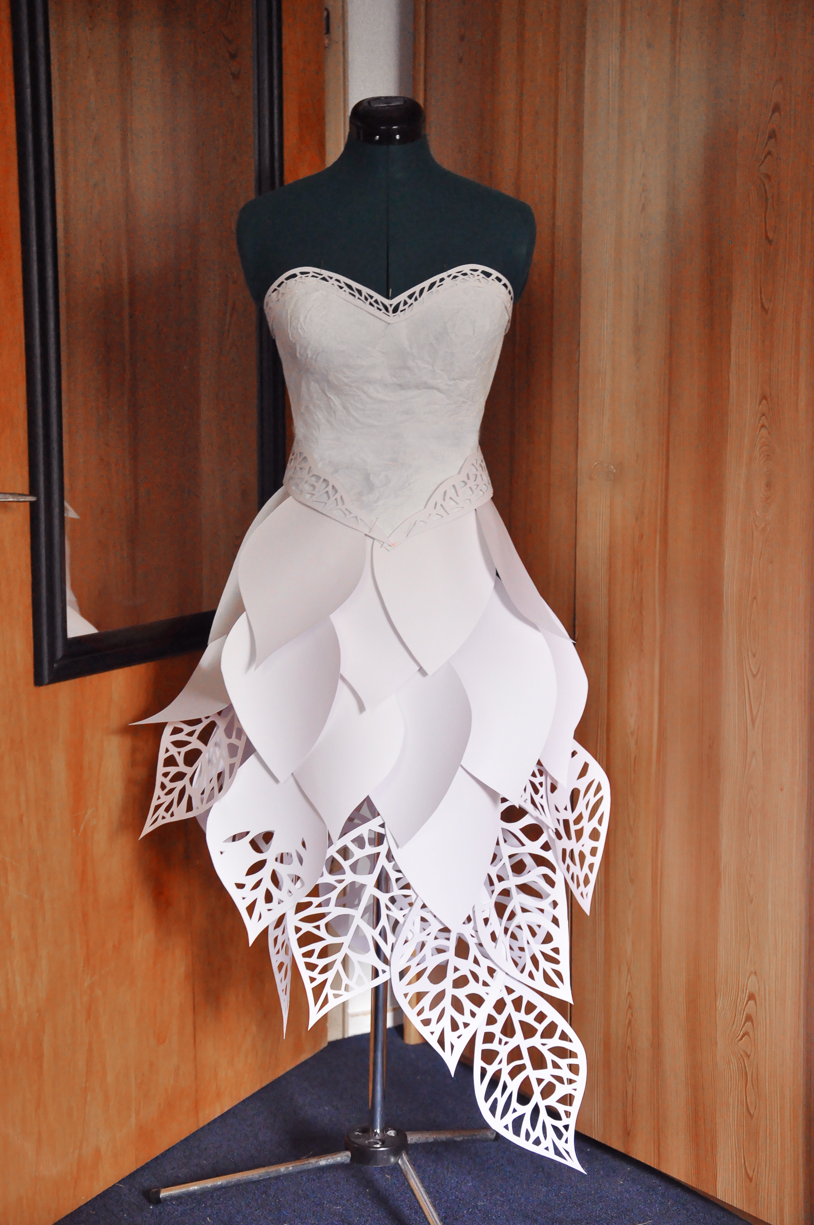 "Outfit ""Papierkleid"""