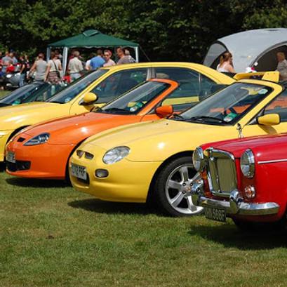 Queen Vic Classic Car Show