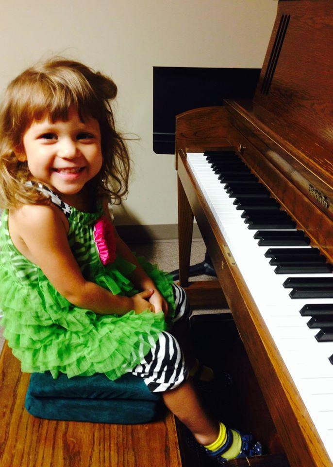 Dagny-piano.jpg