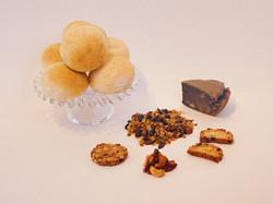 お菓子と丸パンセット 2000円(税込み)