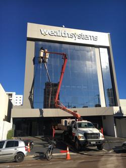 Lavagem fachada de vidro