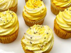 Lemon_cupcakes_2_Large.jpg