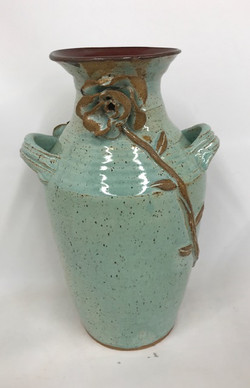 vessel w. handles and roses