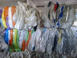 Мы принимаем не сортированную смесь прозрачного ПВД и стрейч-пленки.