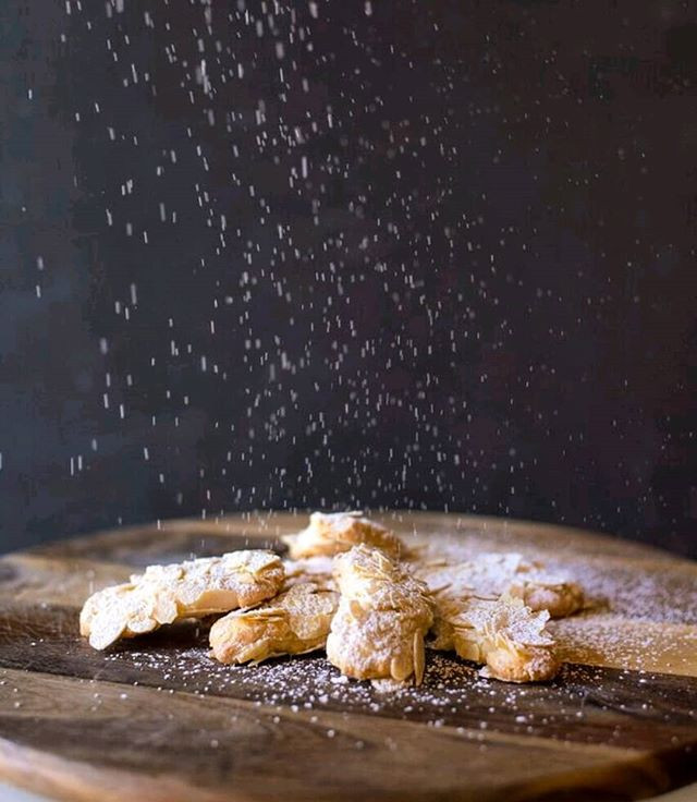 Its Snowing Italian Almond Cookies #maki