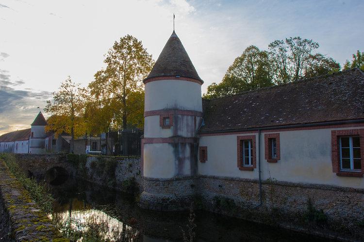 chteau-du-mesnil-saint-denis_48924268198