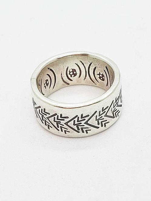טבעת כסף עם חריטה