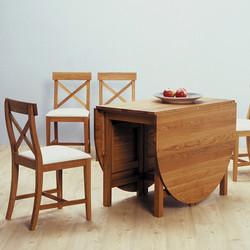 Slagbord och stolar.