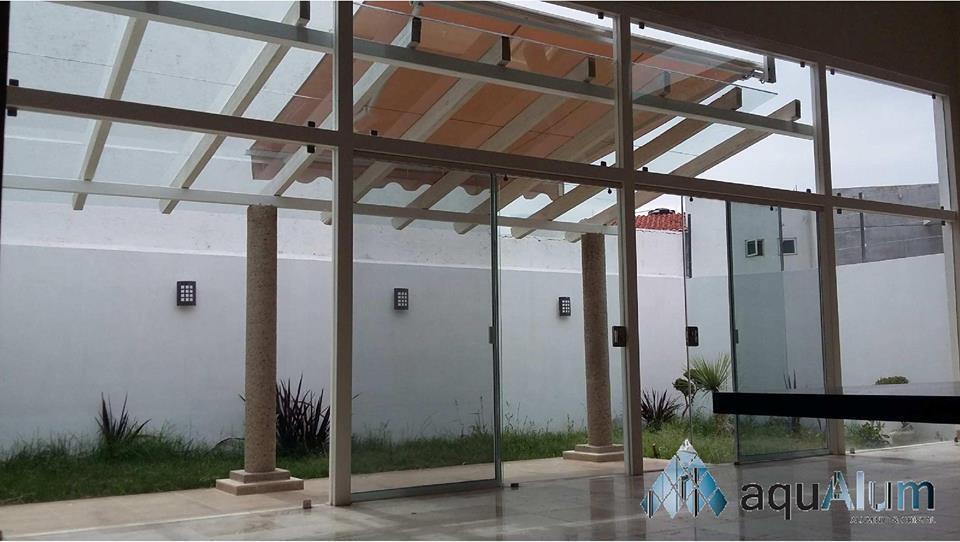 Domos y pergolas guanajuato aluminio y vidrio aqualum for Cristal templado queretaro