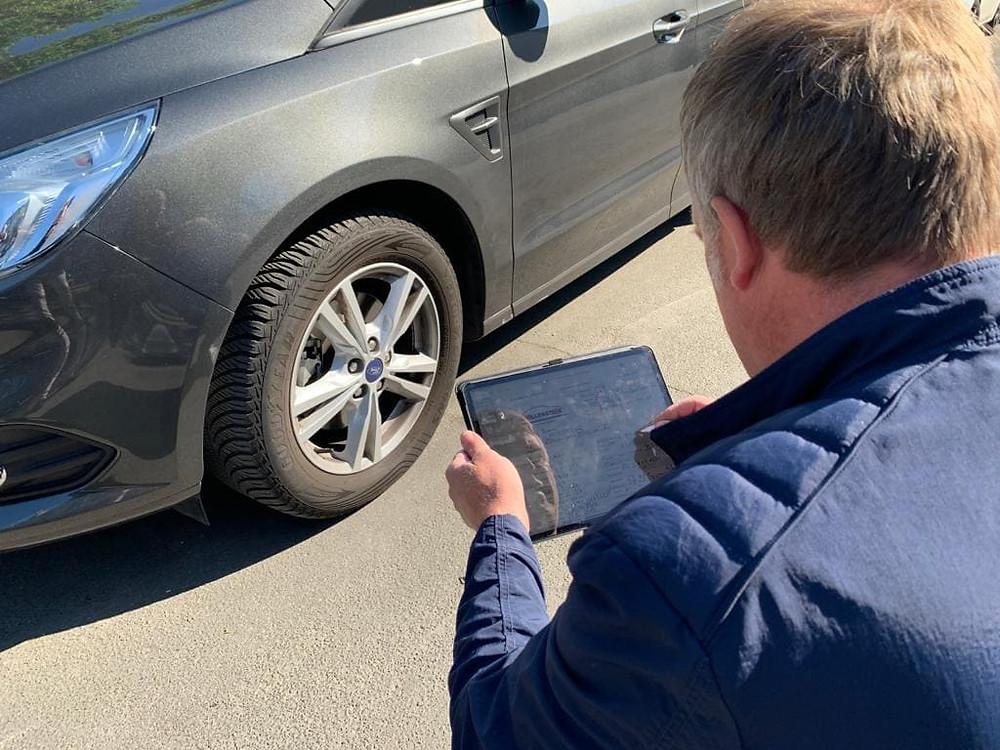 Eine genaue Fahrzeugbewertung ist nur durch Ihren Kfz Gutachter möglich. Rufen Sie uns jetzt an!