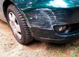 Ein Parkplatzrempler: Wie reagiere Ich richtig?