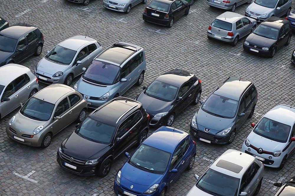 Ein Parkplatzrempler, wie reagiere Ich richtig? Was sollte Ich vermeiden?