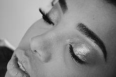 makeup-5533378_1920.jpg