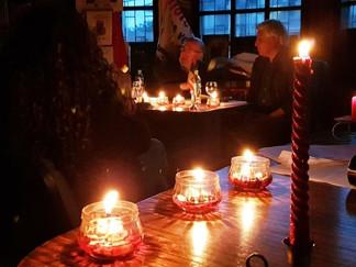 Queilen: Tertulia Literaria se realizó bajo la luz de las velas