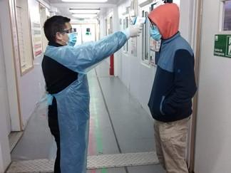 Hospital Comunitario de Queilen activa protocolos frente a tres casos de covid-19 en el recinto