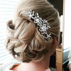 #bridal #wedding #hairup #bridalhair #weddinghairstylist #surreybride #surreywedding #curls
