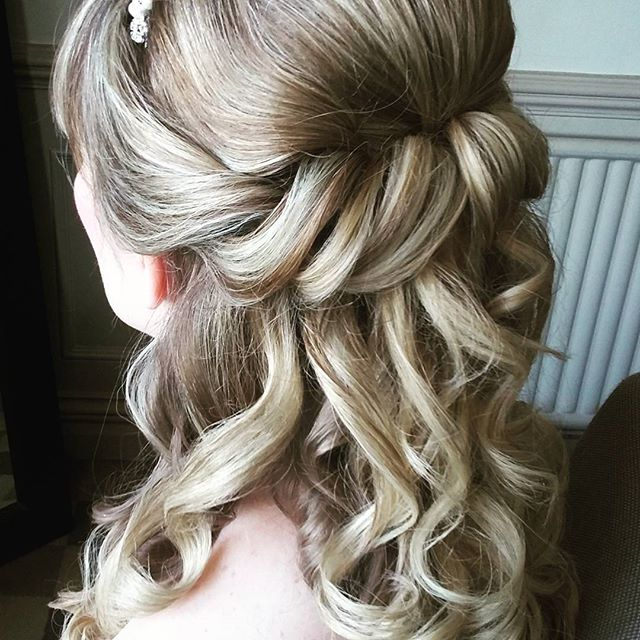 #wedding #bride #hairstyle #surreystylist #Surreywedding #weddinghair #bride