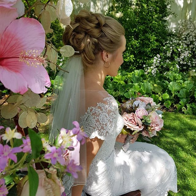Beautiful shoot after yesterdays wedding fayre at _hartsfield_manor_weddings