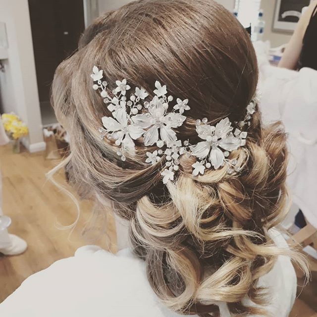 Beautiful #bride at _brookfieldbarn yesterday #weddingday #wedding #weddinghair #bridalhair #bridal
