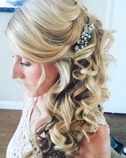 Loads of curls! #wedding #hairstyle #bride #Surreywedding #weddinghair #bridalhair #bridesmaid #curl