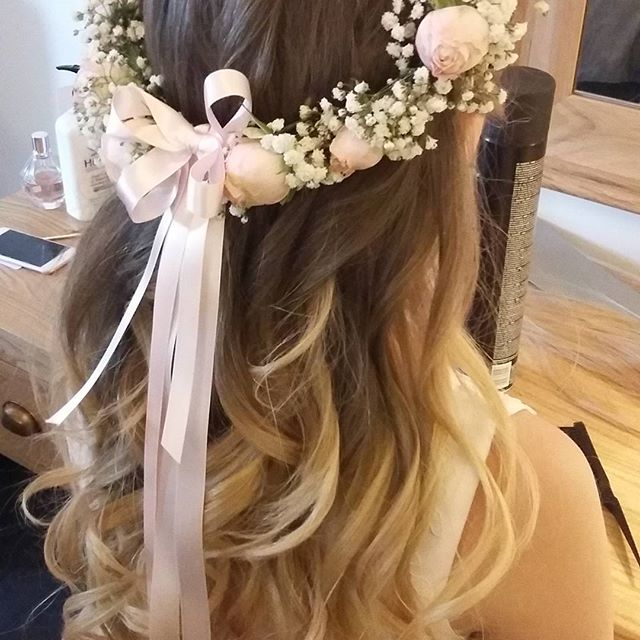 Bridesmaid #wedding #hairstyle #flowers #flowergirl